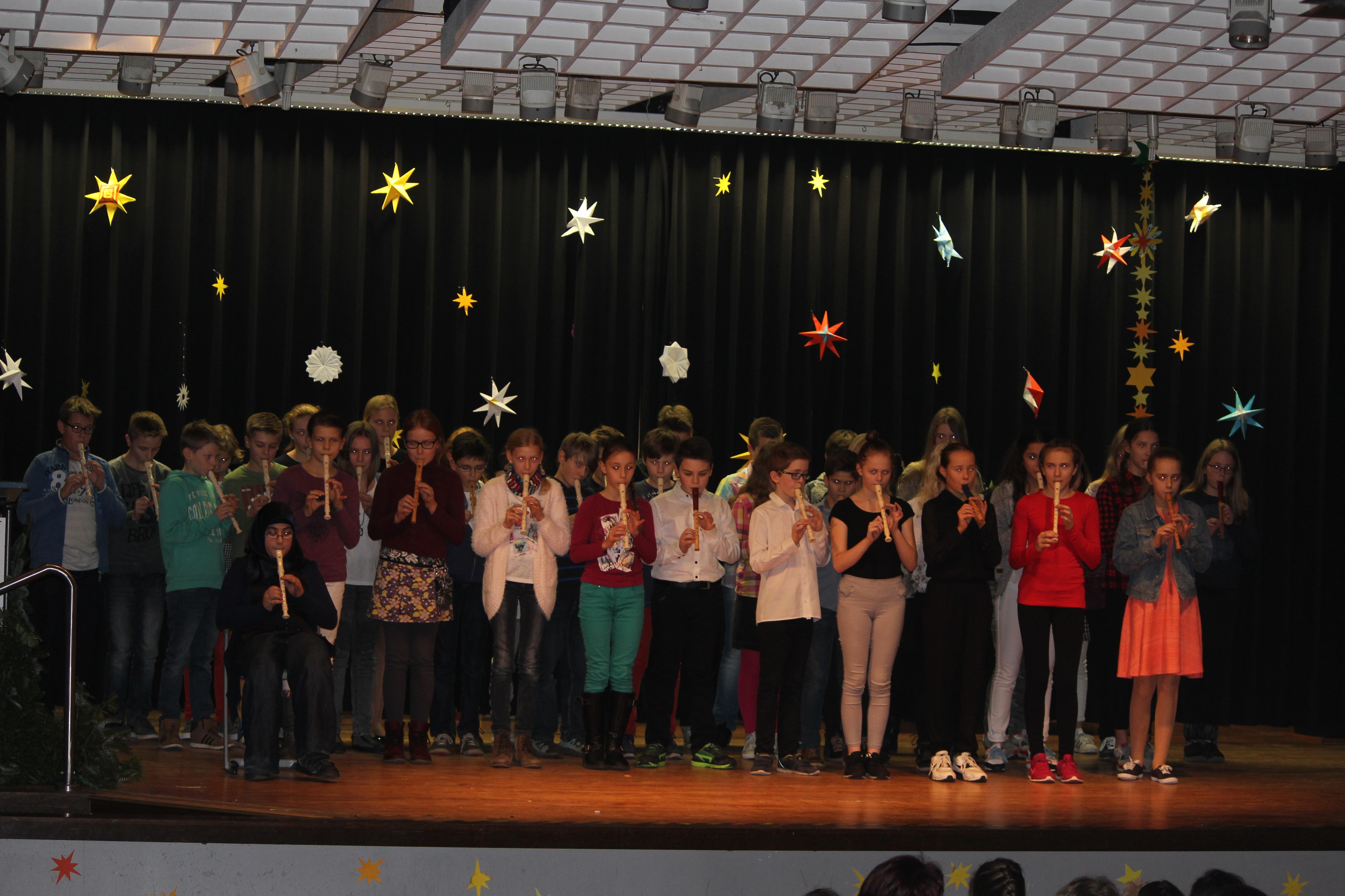 Weihnachtsfeier der 5. und 6. Klassen im Dezember 2015
