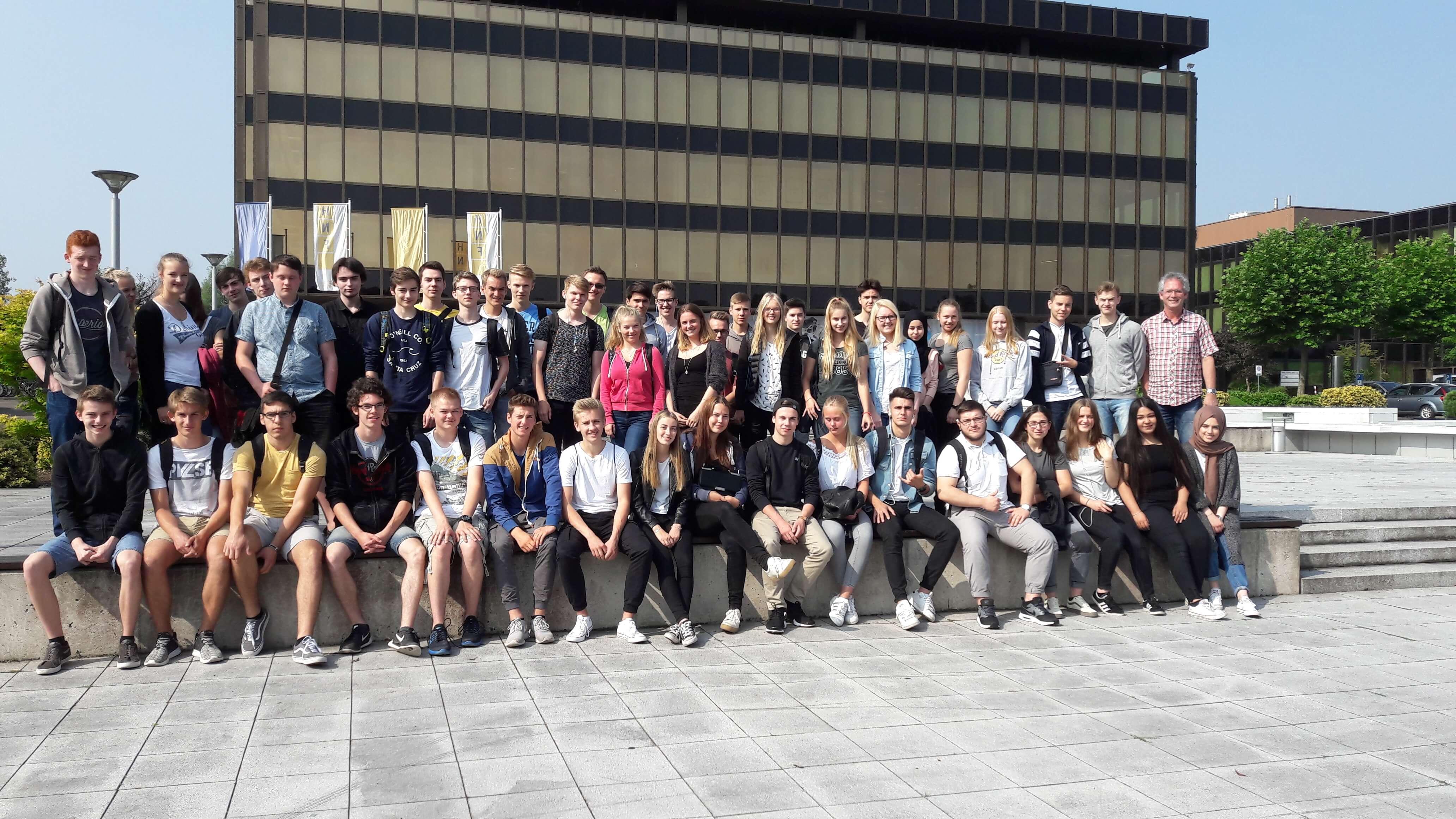 Informatik- und Mathe-Leistungskurse (des MCG Bönen) besuchen Heinz-Nixdorf-Forum in Paderborn