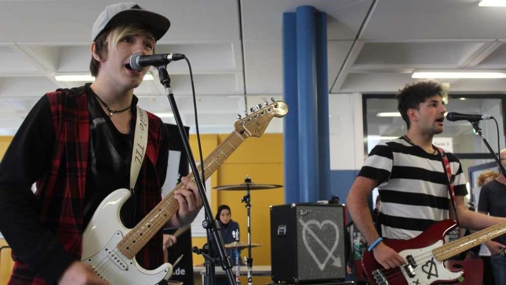 Rockkonzert in der Pause: Band Til spielt im Marie-Curie-Gymnasium
