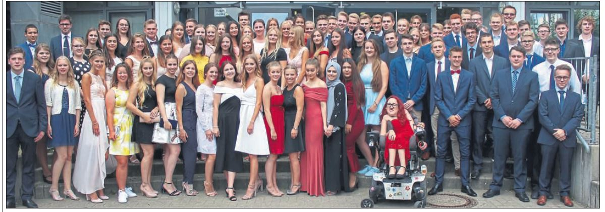96 Schüler meistern Abitur am Marie-Curie-Gymnasium und feiern mit Ball