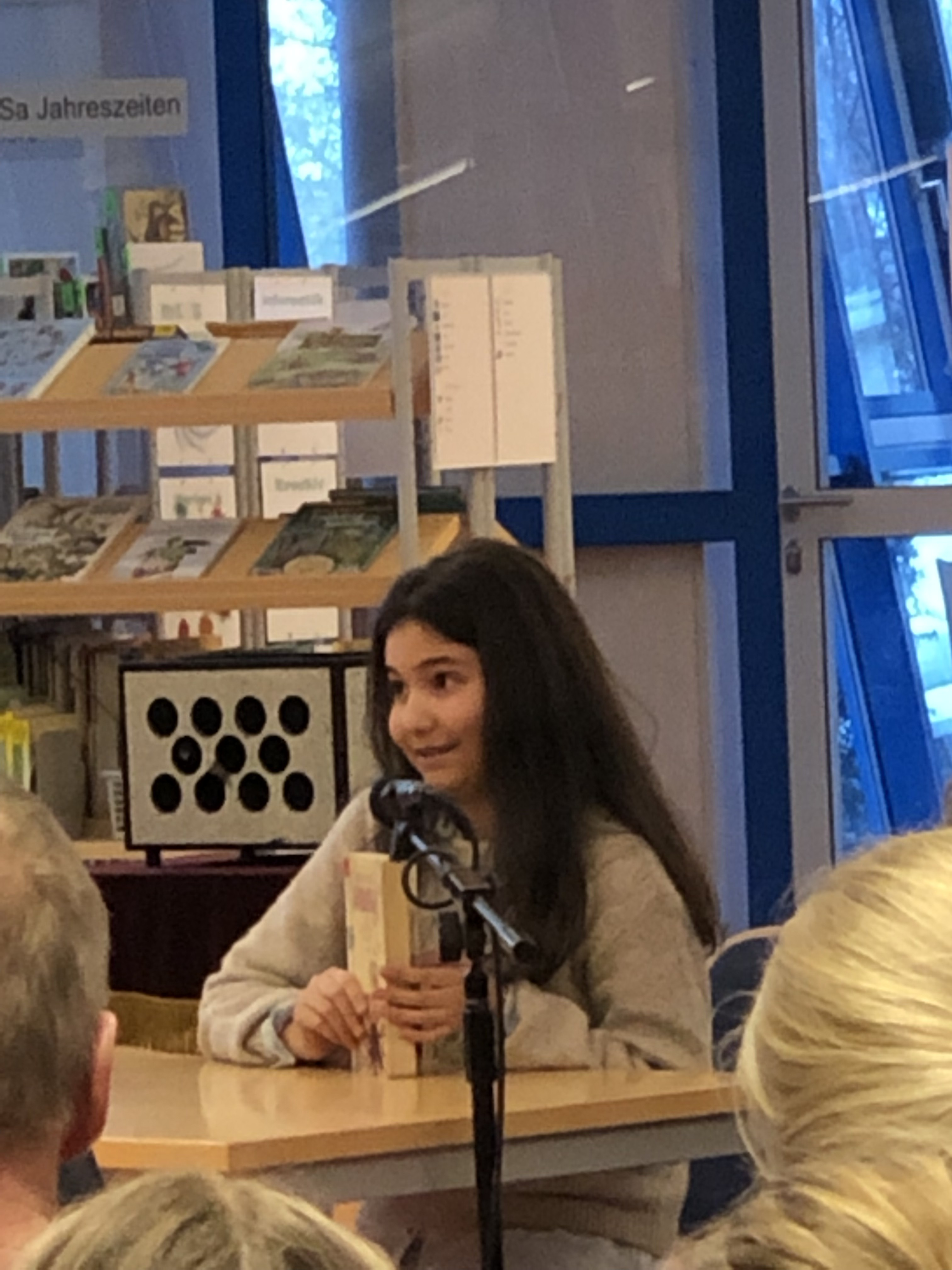 Aynisa Özdemir (6c) gewinnt 2. Platz beim kreisweiten Vorlesewettbewerb