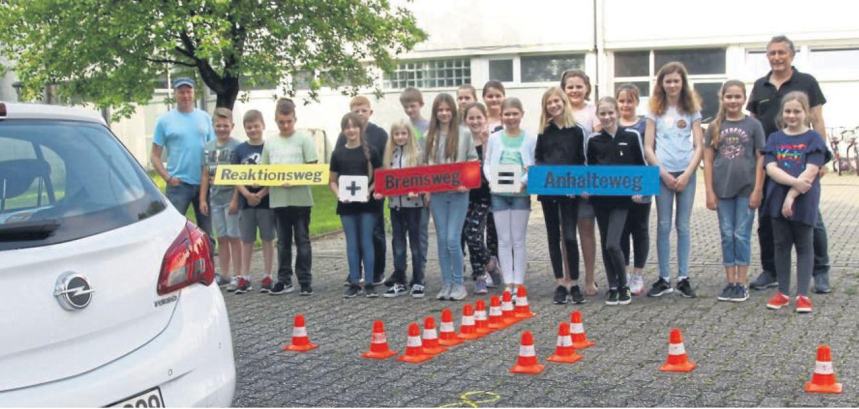 """""""Achtung Auto"""" – Praktische Verkehrserziehung auf dem MCG-Schulhof"""