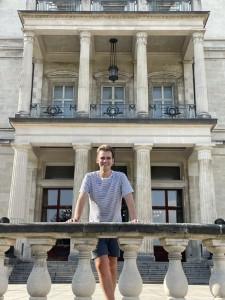Timothy Bradley vor der Villa Hügel in Essen.